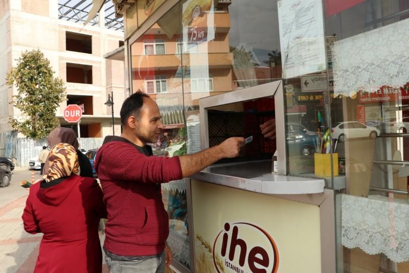 Beykoz'da ekmeğini çöpten çıkar projesi