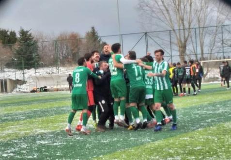 Kavacıkspor son dakikalarda ki 2 golle lideri devirdi!