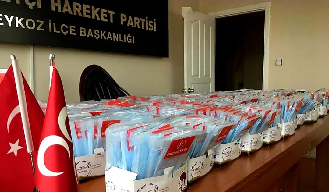 MHP Beykoz'dan ilaç gibi hamle: 10 bin maske dağıttılar!
