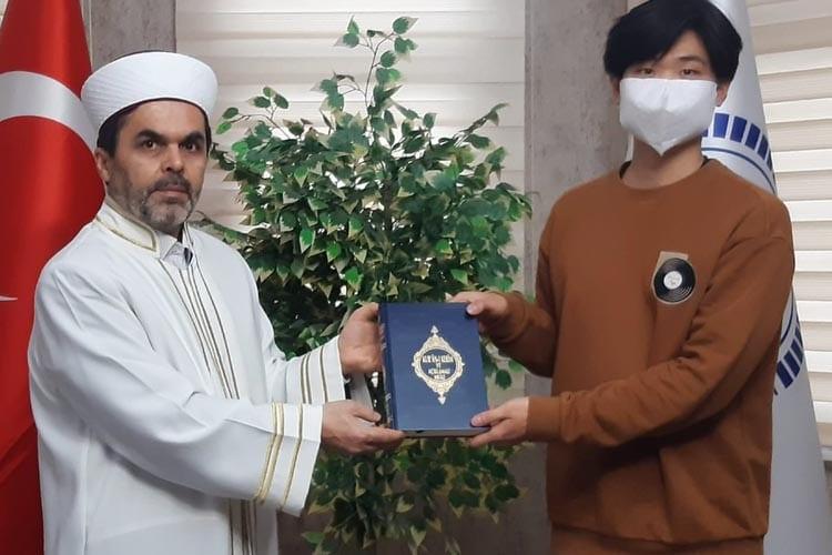 Güney Koreli genç Beykoz'da Müslüman oldu!