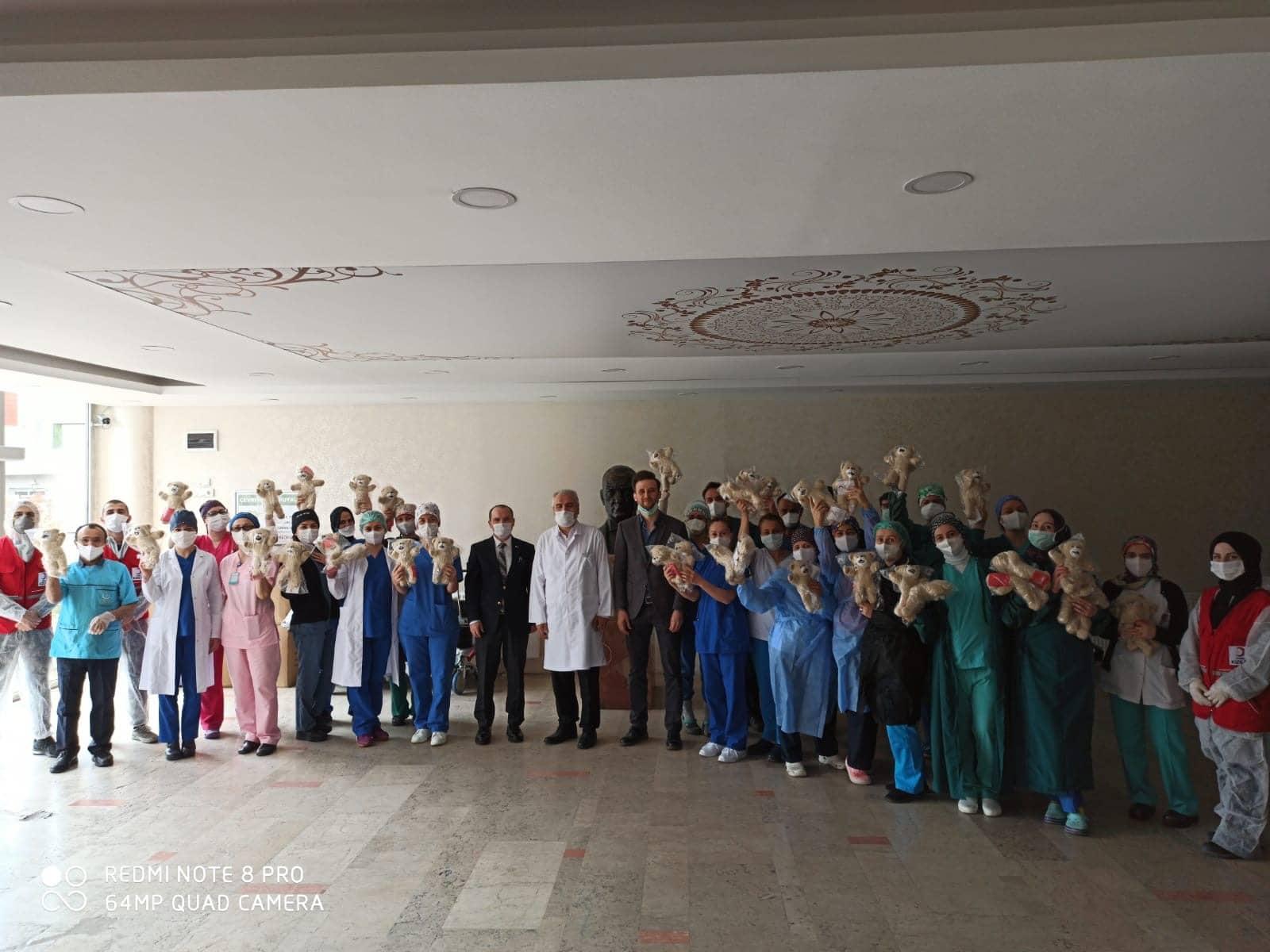 Beykoz Kızılay'dan sağlık çalışanlarının çocuklarına sürpriz!
