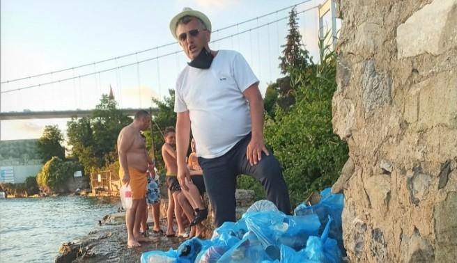 Yenimahalleli gençlerden örnek davranış: Sahilleri temizlediler