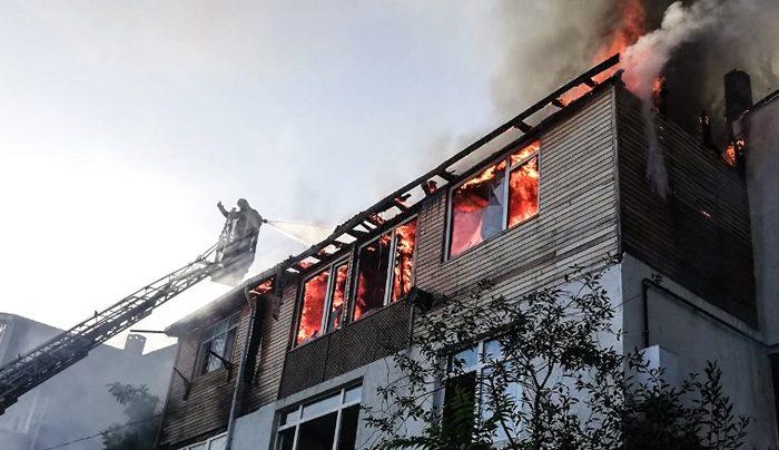 Yangınların sonu gelmiyor! Çatı alev alev yandı!