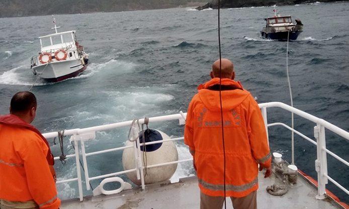 Beykoz'da 2 teknenin zor anları…