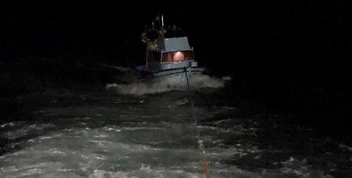 Beykoz açıklarında sürüklenen teknenin zor anları!