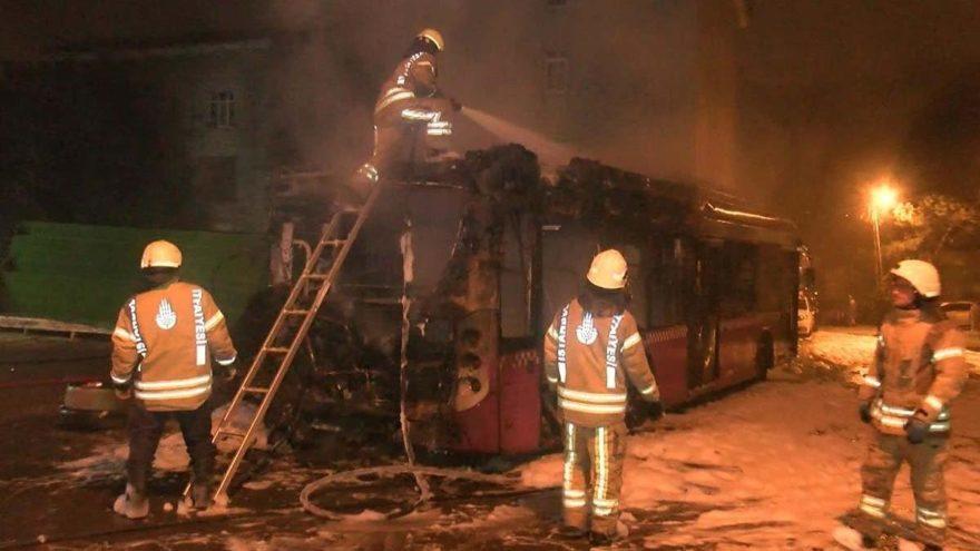 Beykoz'da otobüs alev alev yandı