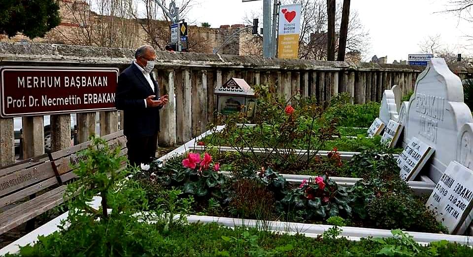 Başkan Murat Aydın'dan kabir ziyaretleri