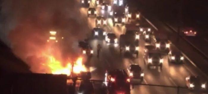 Beykoz'da kamyonet alev alev yandı