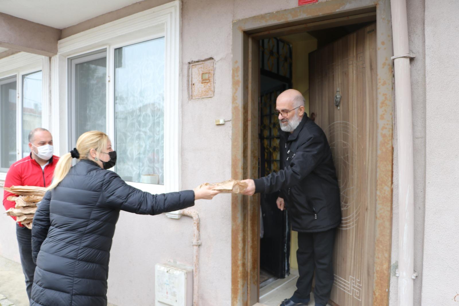 Beykoz'da sıcak pideler evlere ulaşıyor