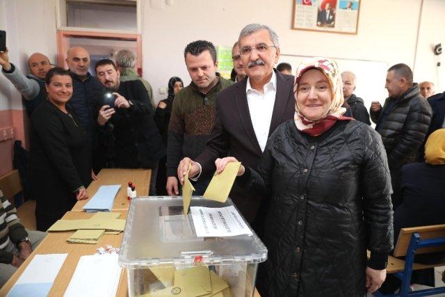 Başkan Murat Aydın ve eşi Koronavirüse yakalandı