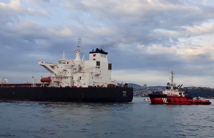 Petrol tankeri Beykoz'da kıyıya sürüklendi