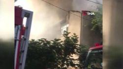 Beykoz'da 3 katlı binanın çatısı yandı