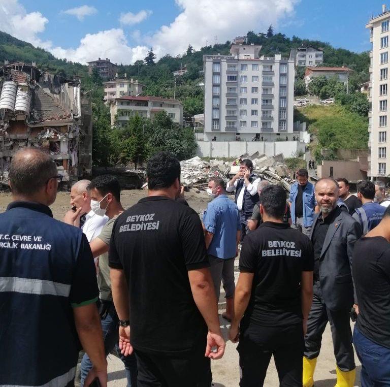 Beykoz Belediyesi sel bölgelerinde yaraları sarıyor