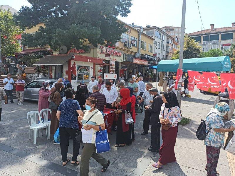 Saadet Partisi Beykoz aşure dağıttı