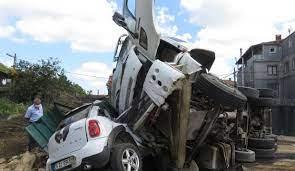 Beykoz'da feci kaza: Kamyonun freni patladı