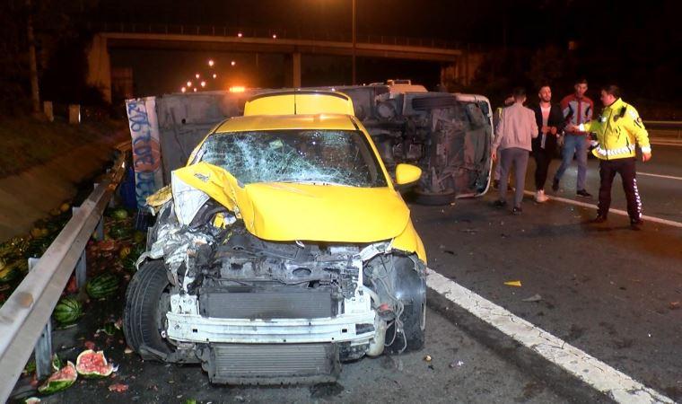 Beykoz'da kamyonet ile taksi çarpıştı